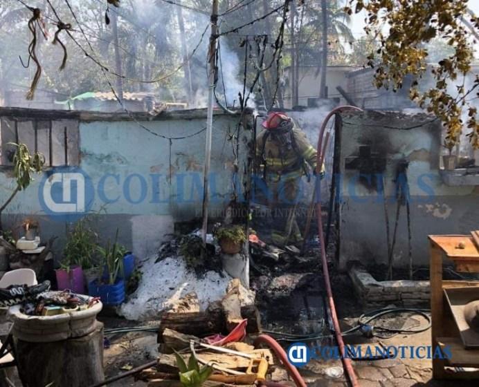 Fuego consume casa en Salagua