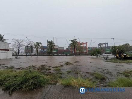 Inundación en calles y avenidas principales de Manzanillo tras lluvia -3