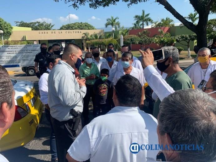 Taxistas se manifiestan en el informe de Elías Lozano