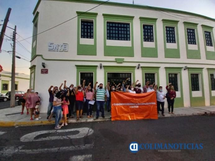 Trabajadores de la sección 39 del SNTE arremeten contra Heriberto Valladares