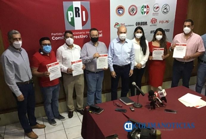Arnoldo Ochoa entrega nombramientos a delegados especiales que trabajarán en alianza PAN-PRI-PRD