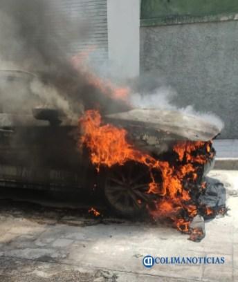 Cuantiosas pérdidas materiales dejan incendios en viviendas y automóviles44