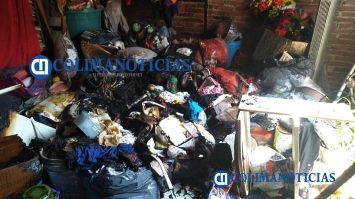 En un descuido se incendia vivienda en la colonia Loma Bonita en Villa de Álvarez