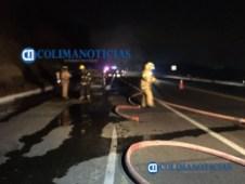 Incendio consume auto en el libramiento El Naranjo41