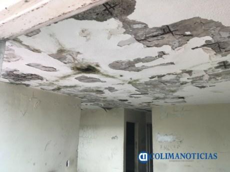Mujer urge a Infonavit demoler o dar mantenimiento a casa cuadruplex por temor a que se desplome