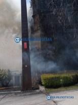Se incendia estructura de estacionamiento de La Marina San Fernando (1)