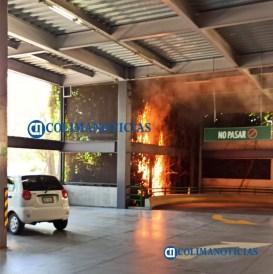 Se incendia estructura de estacionamiento de La Marina San Fernando.41