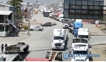 caos vial en puerto de manzanillo