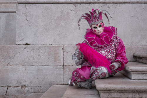 Venice,Italy,,February,2018.,Woman,In,Pink,Jester's,Costume,,Hat