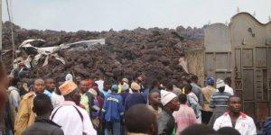 La population de Goma cherchant des abris pou fuir les laves du volcan