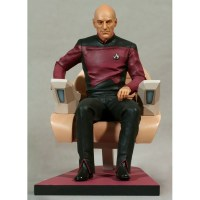 Star Trek TNG Statue Jean-Luc Picard in Captains Chair 26 cm