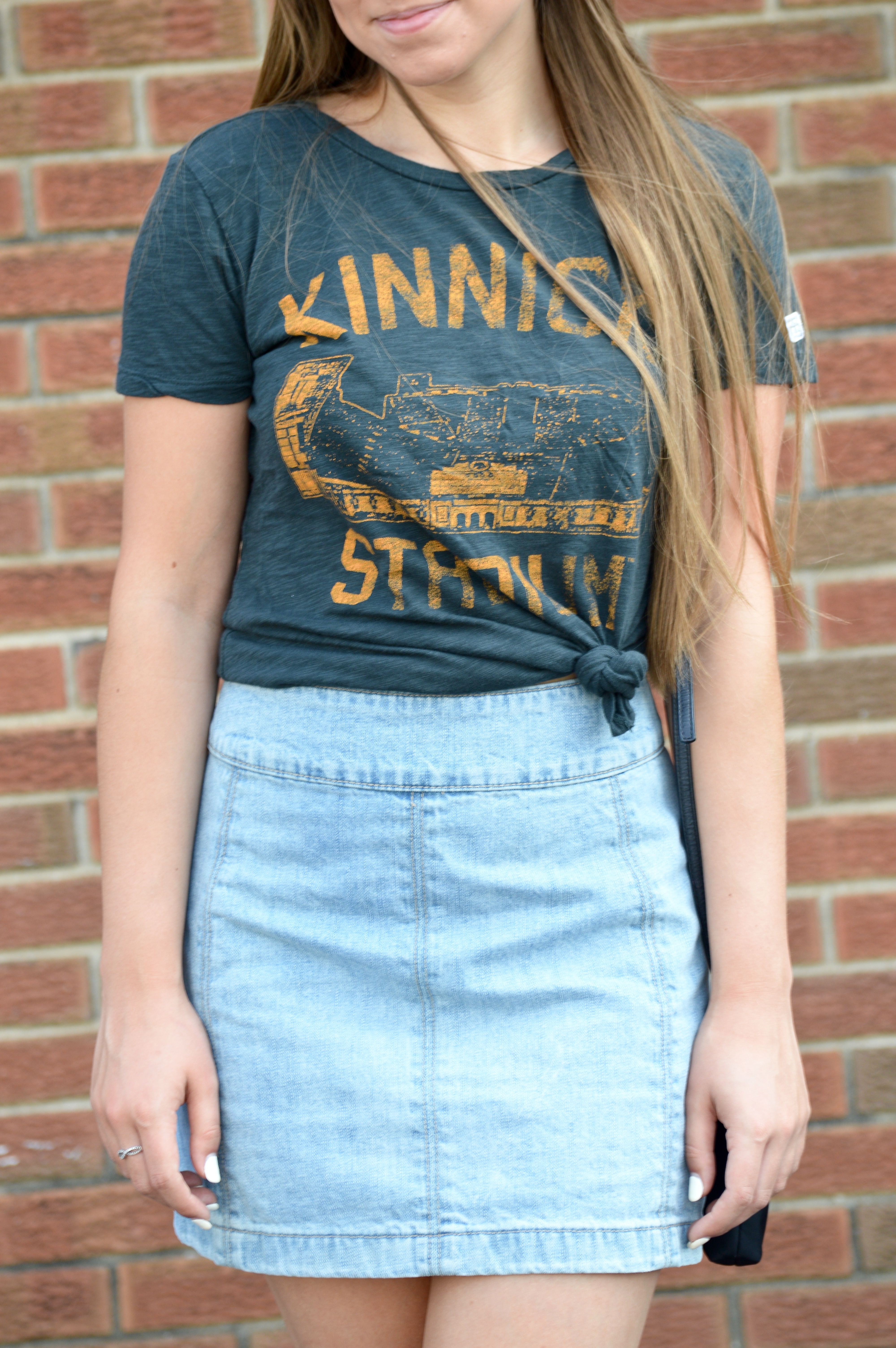 How to Style a T Shirt with a Denim Skirt