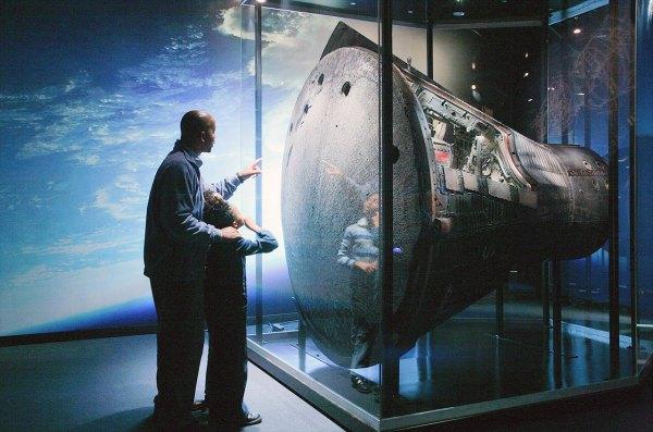 Planetarium' Apollo 13 Astronaut Exhibit