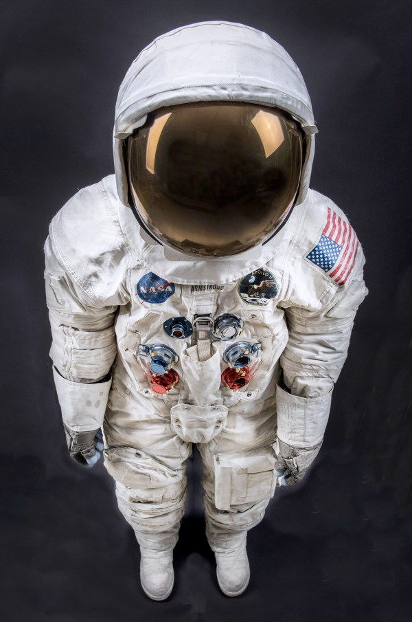 'apollo Park' Bring Neil Armstrong Spacesuit