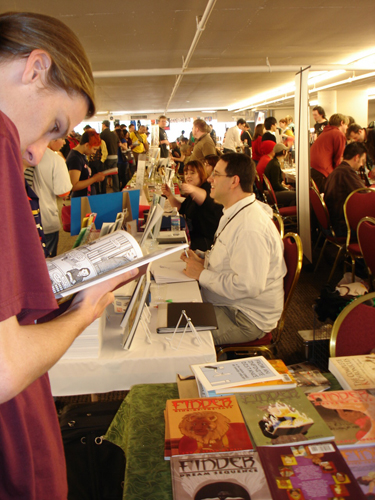Busy-busy Sunday back at the show! Steve Lieber is his perpetually affable self in the center of the throng.