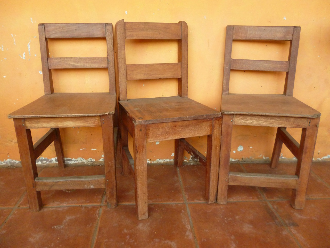 chairs-163887_1280