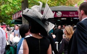 Ladies who wear a hat to the Prix de l'Arc de Triomphe and get in free