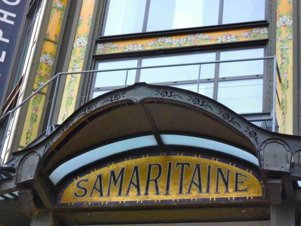 Gold mosaic entry way for La Samaritaine Department Store Under Construction