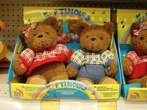 French speaking bears in a Paris toy store