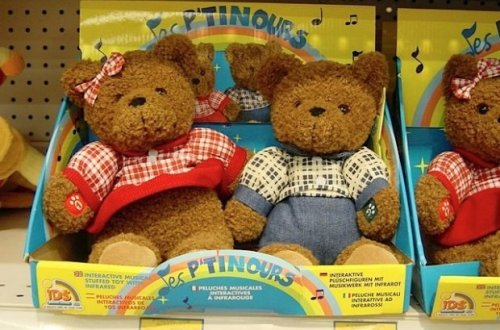French speaking talking bears in a Paris toy store