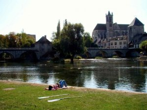 Medieval, fortified town, illustrated by Alfred Sisley along the river Loing. http://www.uk.fontainebleau-tourisme.com/avon-and-surroundings/avon-surroundings/moret-sur-loing.asp