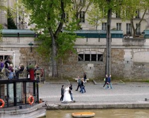 Sightseeing Wedding photo Seine and Notre Dame Port de Montebello people on a barge restaurant others walking along the quai