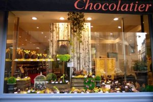 View of Chocolate La Petite Fabrique's Easter window with eggs, bells and animals