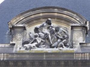 André-Joseph Allar sculpture over entry of Galeries d'Anatomie comparée et de Paléontologie