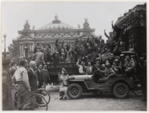 Liberation of Paris – undated – Prisoners repatriated, place de l'Opéra, 9th arrondissement Original photography Agence Presse Libération F.F.I. © Rights reserved Reproduction: © Carnavalet Museum/Parisienne de photographie