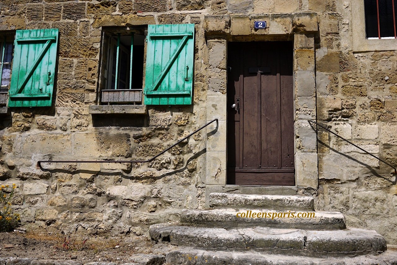 X0026 Auvers door steps