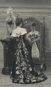 "Paul Nadar, Portrait of the Countess wearing ""La Robe aux Lis"", circa 1896 © Nadar/Galliera/Roger-Viollet"