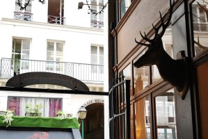 Passage du Grand Cerf entrance, taxidermied head of a cerf, Paris