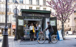 Image by Nicolas Tronc of Lulu dans ma rue kiosk at Metro Saint-Paul for services at home