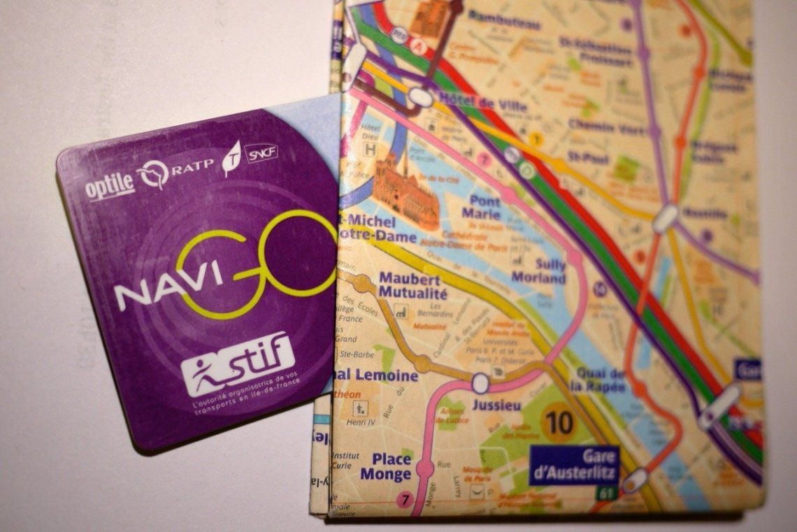 Navigo and Metro Map Plan 2 in Paris