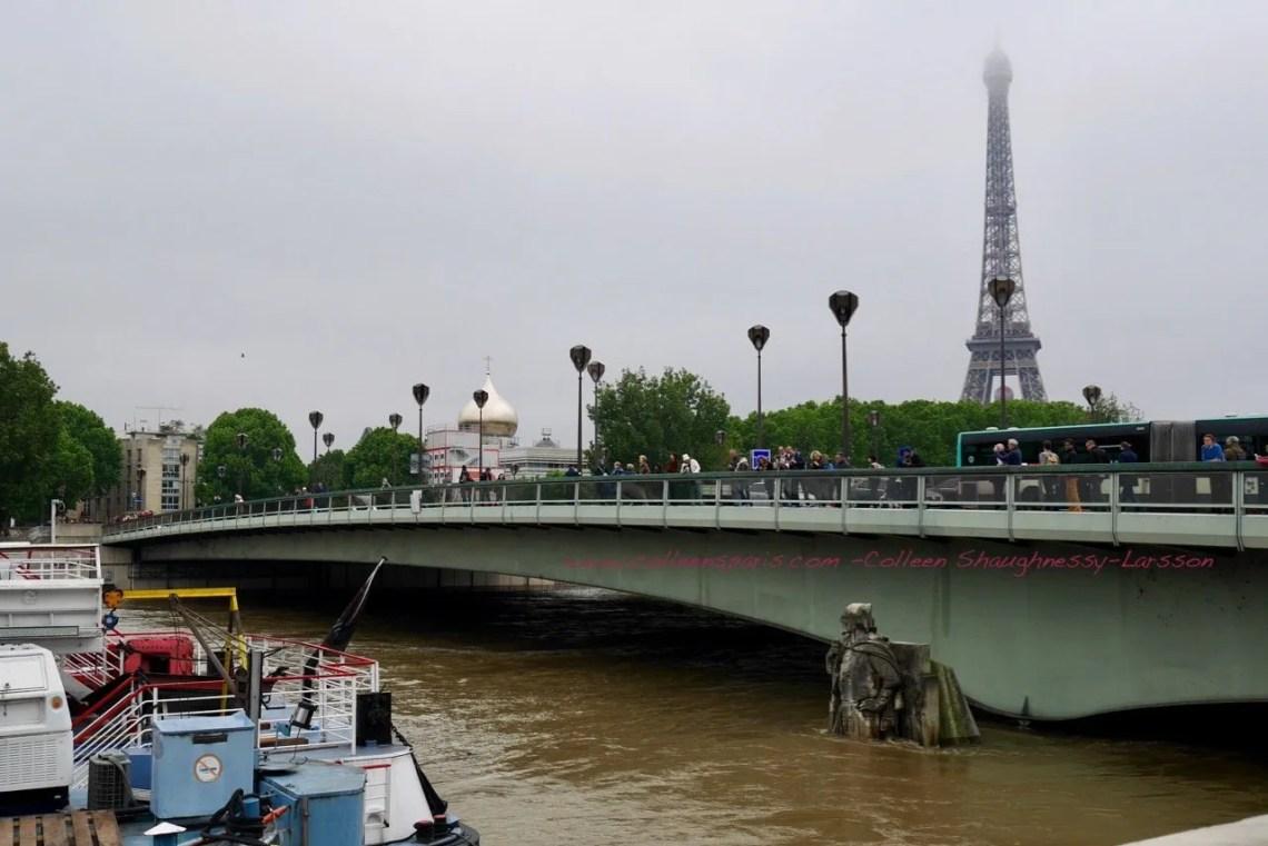 Image of le Zouave statue, Pont de l'Alma and the Eiffel Tower during Paris Seine flooding