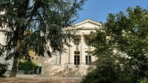 Entrance to Pavillon Carre de Baudoin (1770), 20th arrondissement, exhibitions