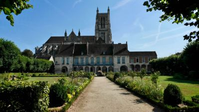 Episcopal Palace of the Bishop Bossuet, Meaux in the foreground of the cathedral