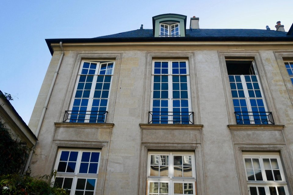Hotel de Marle false windows to hide an office