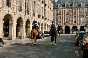 image of mounted gendarmes east-side of Place des Vosges