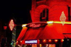 Image of brasserie Le Renard and tabac neons