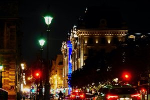 Image of the Prefecture de Police and street lights from the Pont Notre-Dame