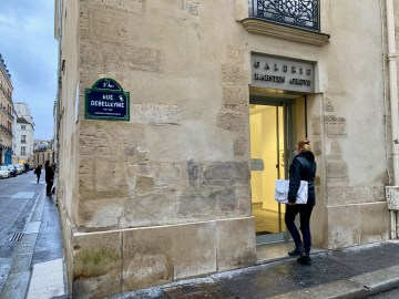 Entry to Galerie Karsten Greve Rue Debelleyme Paris