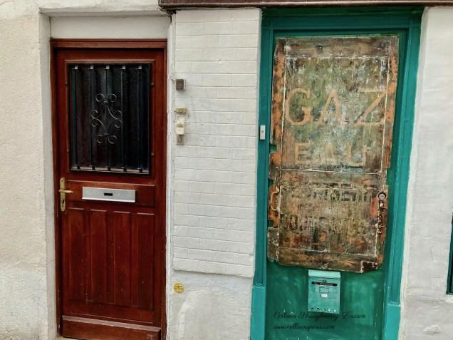 Former hotel door on rue Thorlozé, now apartments
