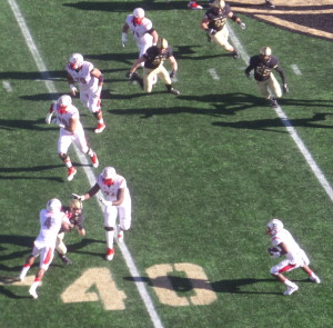 Rutgers Vance Johnson catches a pass in the flat for a nine-yard gain.