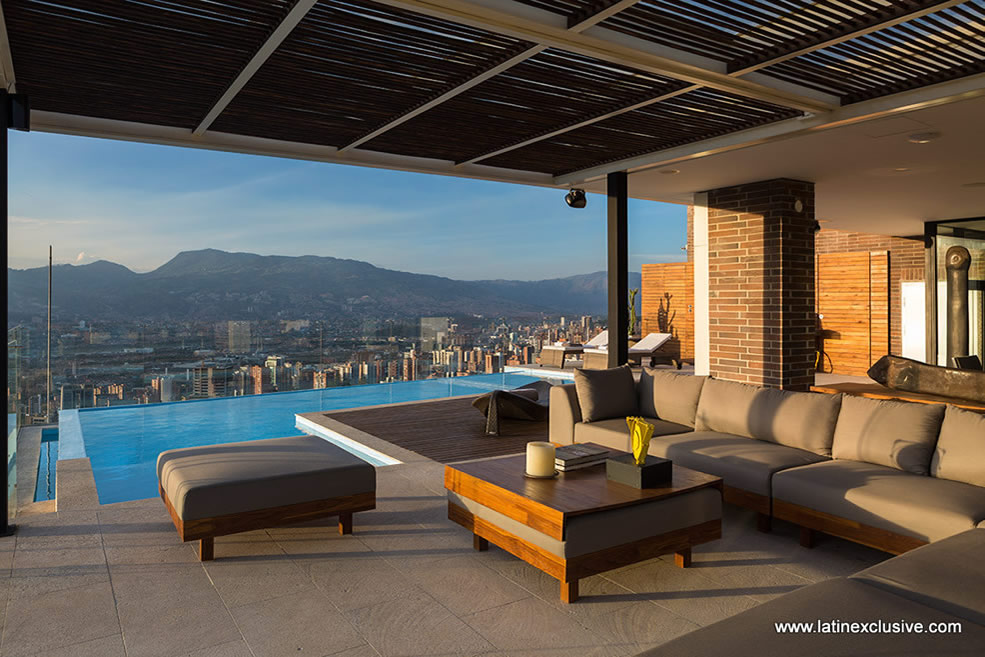 Penthouse with heated pool for sale in El Poblado