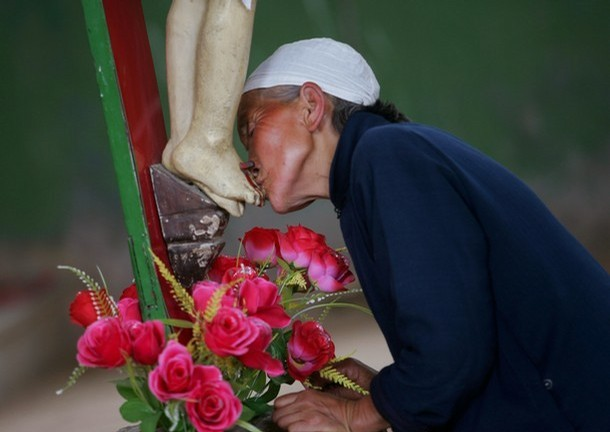 Pictures: Kissing Buddha, Kissing Mary And Kissing Jesus