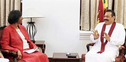 navi-pillay-met-president-mahinda-rajapaksa (1)