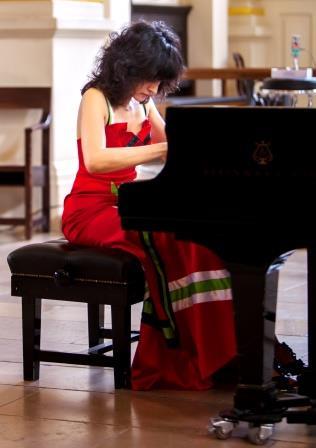 Dr. Tanya Ekanayaka -'Pianists of the World'- London 2013 (2)