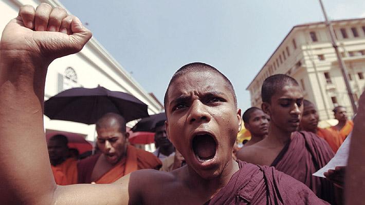 buddhist_monks_protest