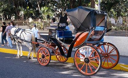 Santiago de loe Caballeros paseo coches